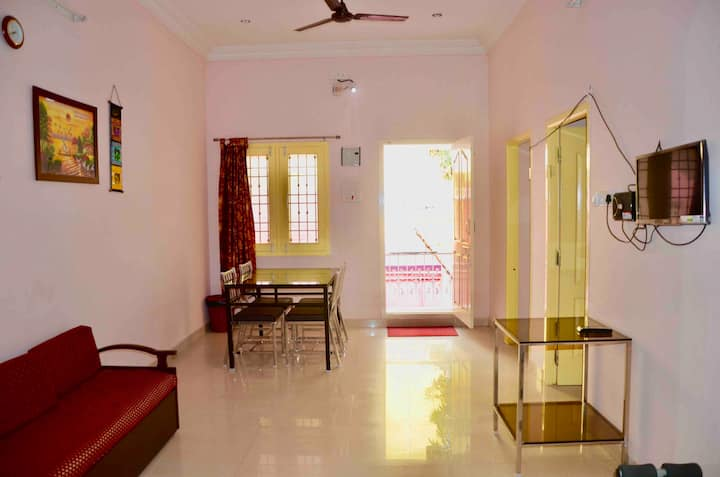 3BHK TV, AC & WiFi Vellore Rock View