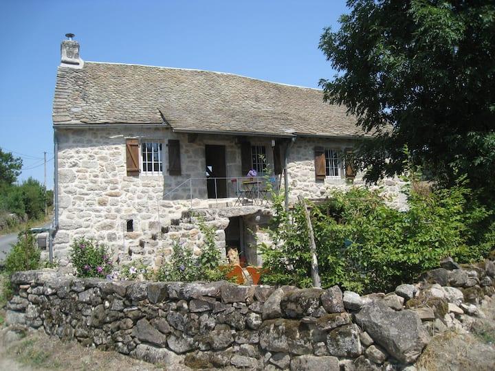 Maison de caractère en pierres dans l'Aveyron
