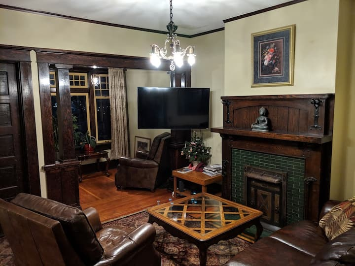 Vintage Downtown home, near Convention Cntr + Cptl