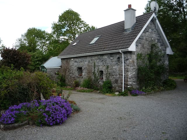 Country Cottage Retreat Near Headford and Cong
