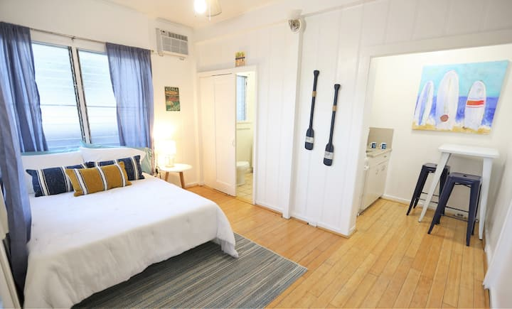 Beachy Waikiki Studio- Unit C - *30 DAY MINIMUM*