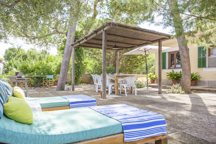 OMBRA DE PINS - House with terrace and 400 metres from the beach Free WiFi
