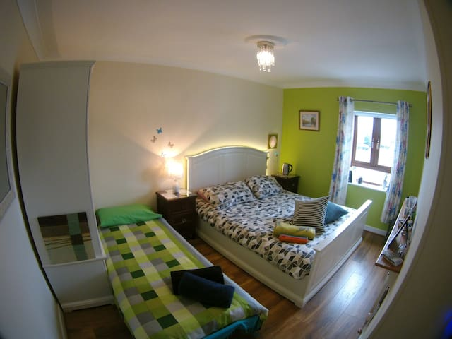 ❤ GIRLS ONLY comfy triple room in Dublin 15 ❤