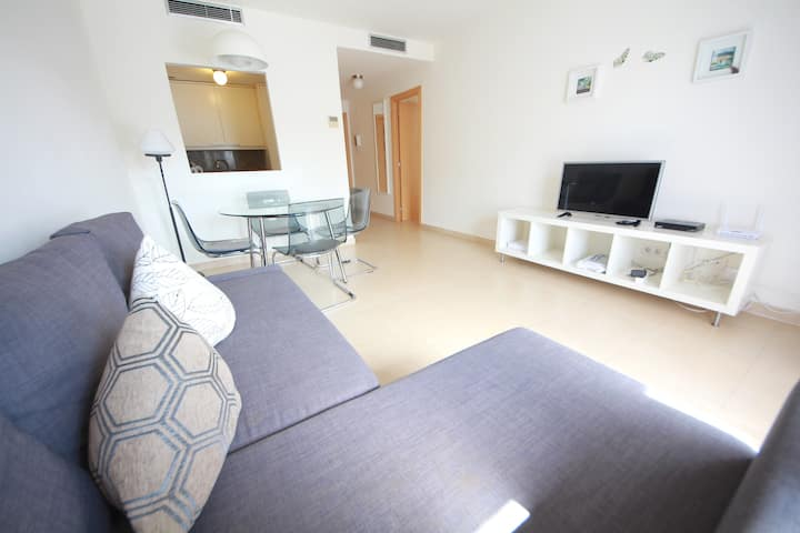 SUNNY APARTMENT WITH SWIMMING POOLS 5 MIN TO BEACH