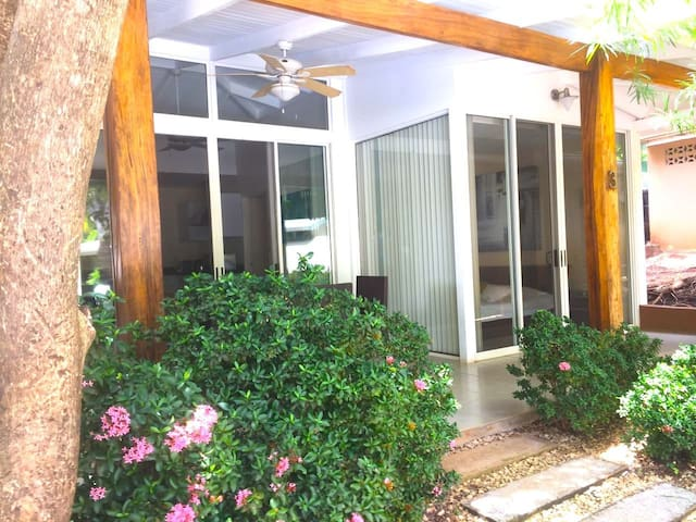 Villa Ron Ron - Chic! 150 meters to beach, cascading pool, free wifi