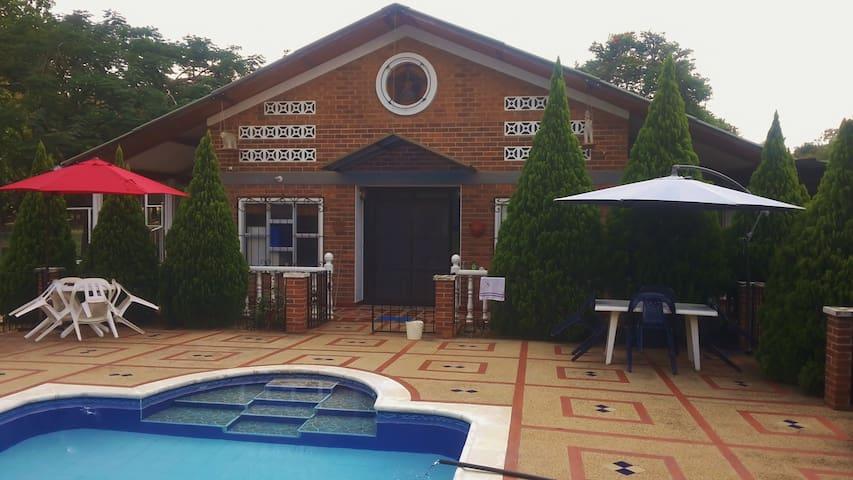 ¡Espectacular y exclusiva Villa en Agua de Dios!