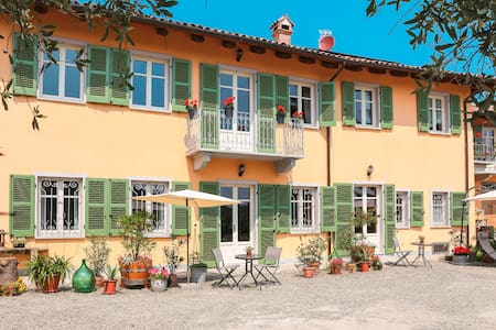 70m² Apartm. for 2-4, large terrace - Agliano Terme