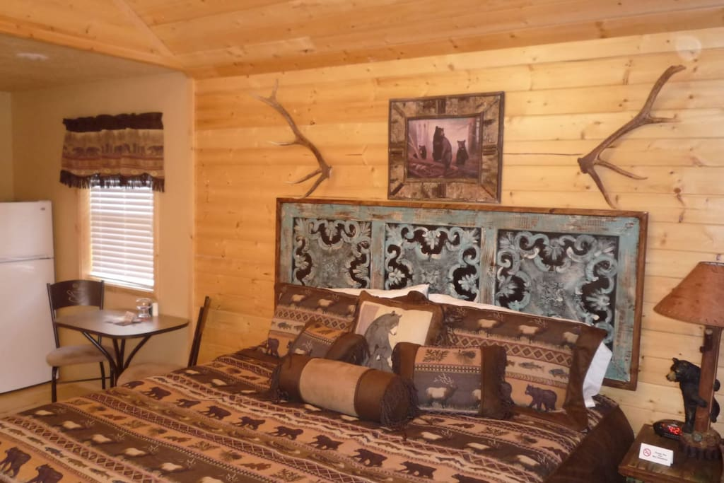 Antler`s Crossing 2 Bear Cabin - Cozy Cabins Real Estate, LLC
