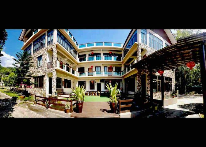 Bentong 13 Bedroom Villa Resort (Sleeps 70pax)