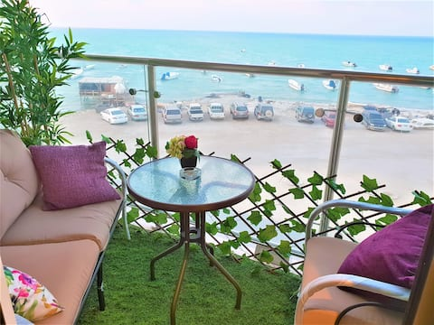 ⭐️Beachfront⭐️Seef⭐️Parking⭐Wifi⭐️Netflix⭐️Balcony