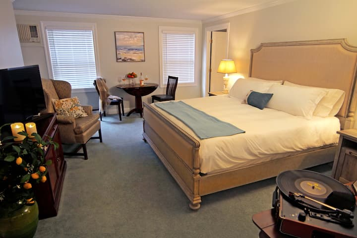 Private Room & Bathroom in Madison CT (Room 4)