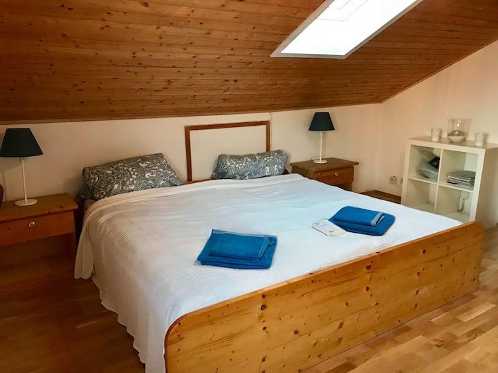 Gemütliches Doppelbettzimmer im Mangfalltal am Bhf