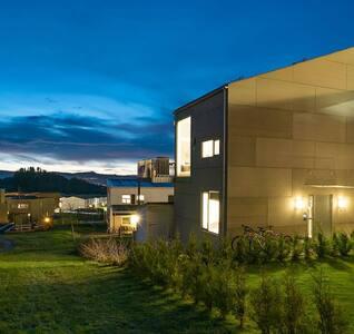Moderne hus med nydelig utsikt