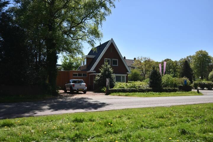 Maison de vacances à faible distance du lac de l'Ijssel avec 2 salles de bains.