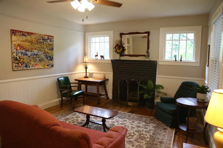 Spacious Sylva home - Walk to downtown!