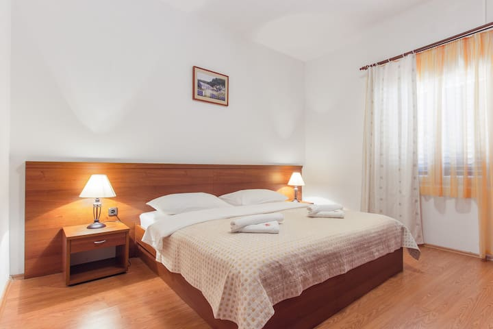 HOTEL PLAVA LAGUNA - Tisno - Bed & Breakfast