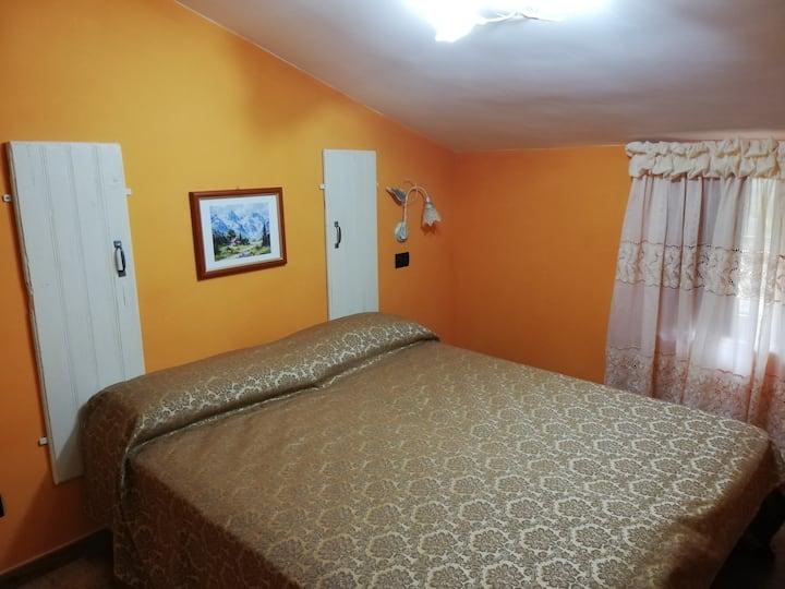 Camera Matrimoniale con bagno privato. 2