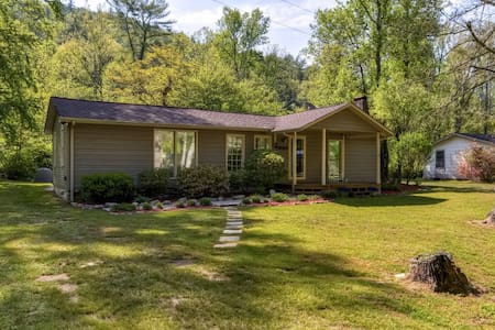 Cozy 3BR Collettsville House w/Wifi - Collettsville - Casa
