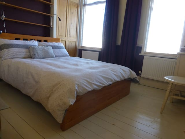Peaceful double in great location - Hampton - House