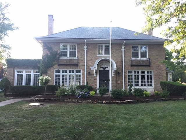Large Historic Home, WALK to Notre Dame
