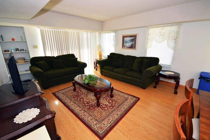 488 - Affordable Ocean Block Condo Located Uptown with a POOL
