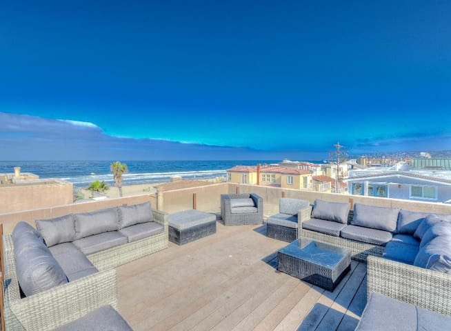 Ocean Breeze 2BR+Loft+Rooftop Deck Sleeps 10☀