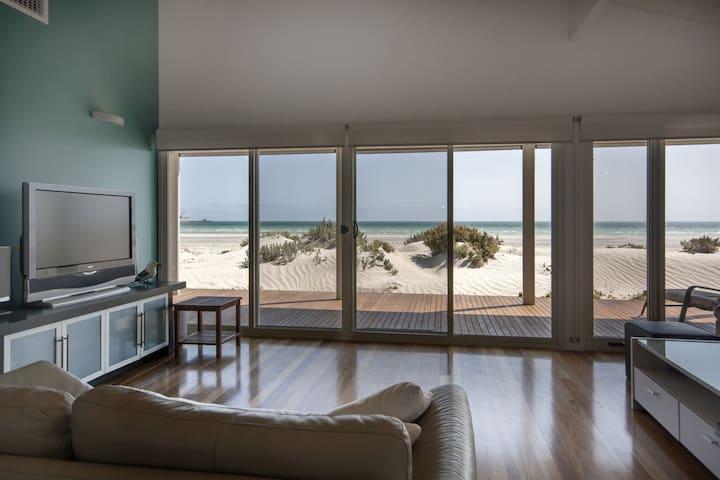 Beach Jewell, luxury right on the beach