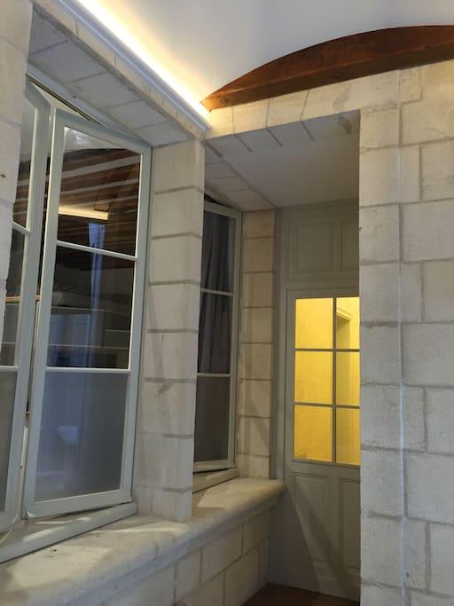 Vue de l'appartement depuis la cours intérieure.