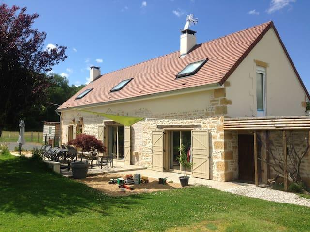 Maison au calme en pleine campagne proche PARAY