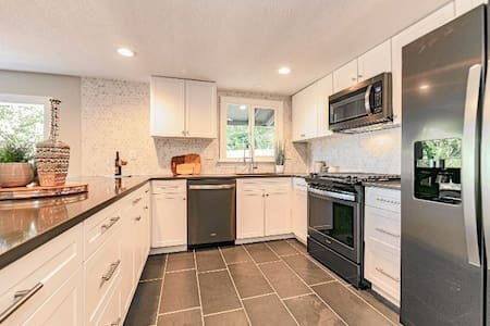Adorable fully-updated West Linn house- kid frndly