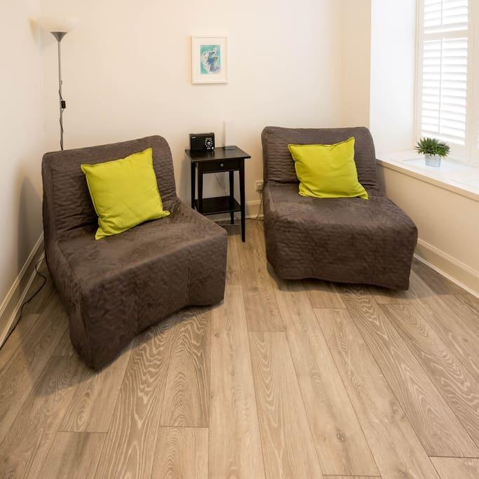 Reading room (single sofa beds)