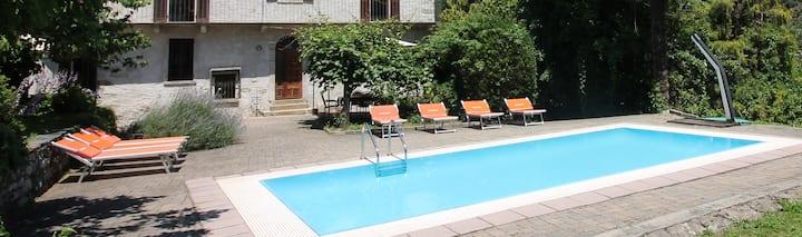 CasaFrey trilocale con piscina, giardino e wifi