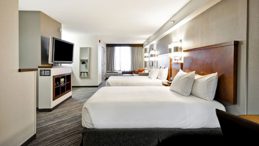 Take in the Super Bowl and more from the Hyatt! - Bloomington - Apartament