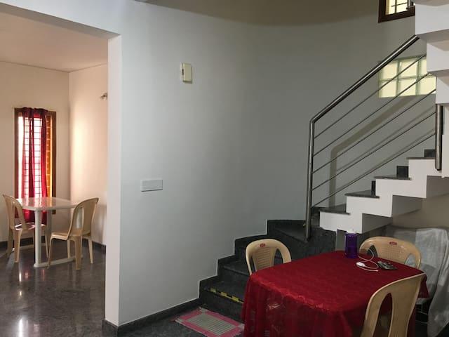 Cozy 1 BR AC in duplex/upper level in 2nd floor