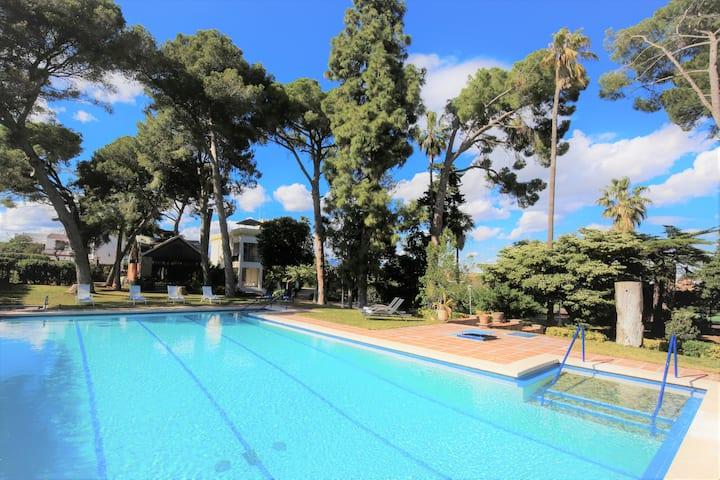 COLONIAL Villa avec piscine privée & tennis court