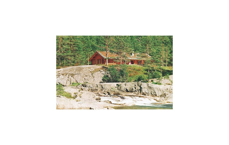 Holiday cottage with 3 bedrooms on 91m² in Dølemo