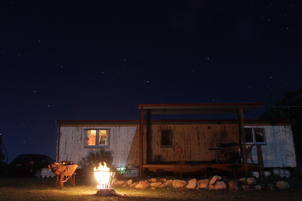 Wagon at night, fire, abundant stars photo by guest Jonas Wolff