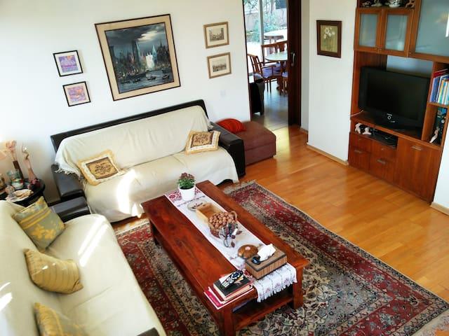 Big House & Garden-2 bedrooms-4beds-Univ of Cyprus