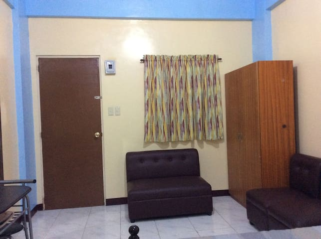 Entrance & sitting area