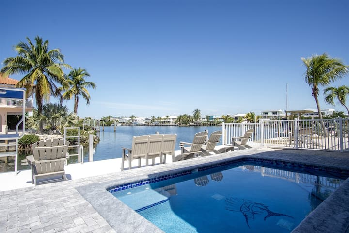 Reel Paradise 2bed/2bath half duplex with brand new private pool, deck & dockage
