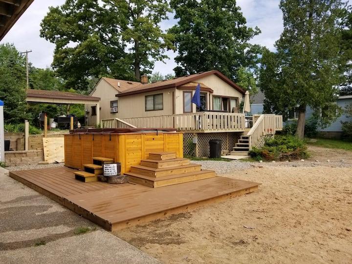 Campau Lake B-Cottage, hot sspa, free uber/lyft-GR