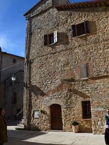 Torre in splendido borgo medioevale - San Terenziano