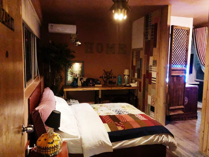 空调开放「三千民宿」一间坐落在半山上的复古海景套房