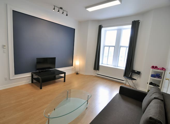 BEST PLACE DOWNTOWN! Clean and Cozy Appartment