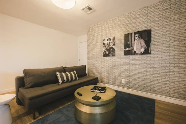 City Adventures in a Modern 1BR near Arts District