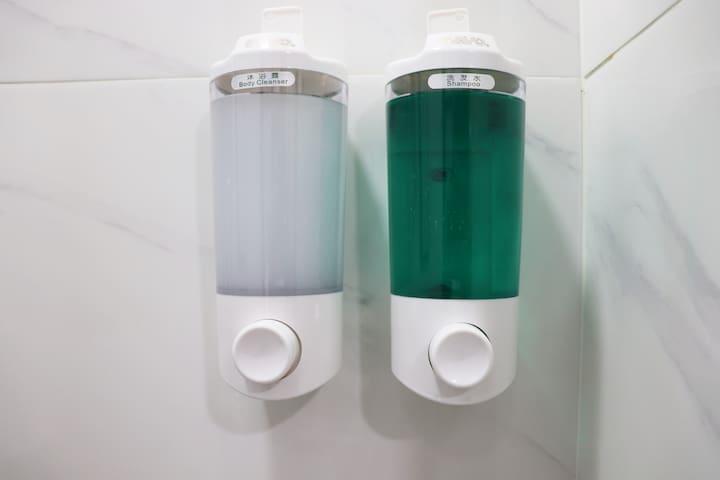 Soap and Shampoo Free