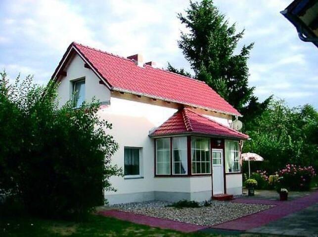 Ferienhaus Kiesow (Wandlitz), Ferienhaus 55 qm, Wohnzi., 2 Schlafzi., Küche, DU/WC, Terrasse