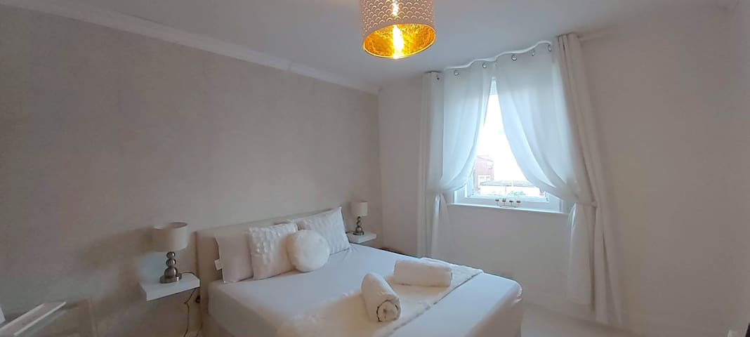 Double room within walking distance to town centre