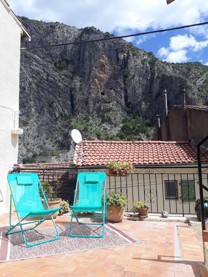 Bienvenue à Anduze. Terrasse avec vue