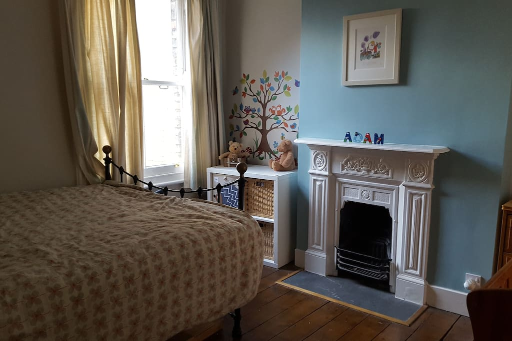 2nd bedroom with kingsize bed and Victorian fireplace